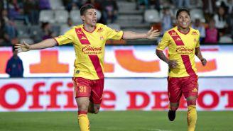 Lazcano festeja su gol contra Tuzos