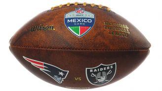 Llévate el balón del juego que disputaron Patriots y Raiders en México