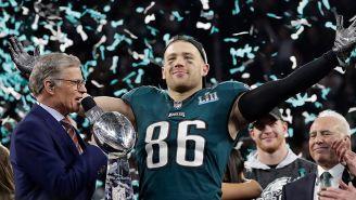 Zack Ertz festeja tras ganar el Super Bowl