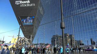 Aficionados entrando al US Bank Stadium