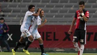 Eduardo Aguirre festeja su primer gol frente al Atlas