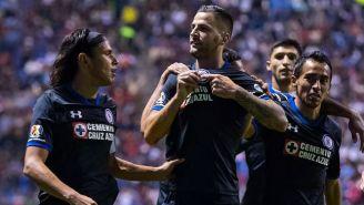 Méndez besa el escudo de Cruz Azul tras anotar contra Puebla