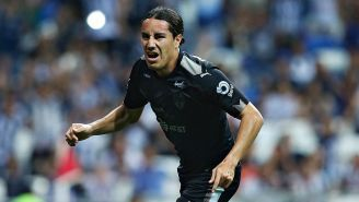 Efraín Juárez celebra un gol con Rayados