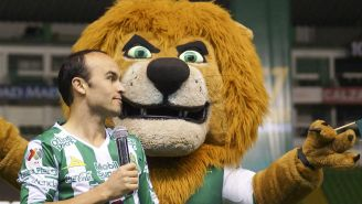 Landon Donovan, durante su presentación con el club León