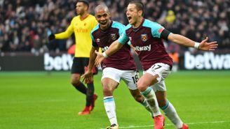 Chicharito celebra una anotación con West Ham