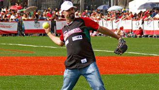 Loaiza durante un evento de beisbol en la CDMX