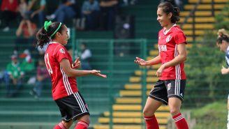 Jugadoras de Atlas festejan un gol contra Monterrey