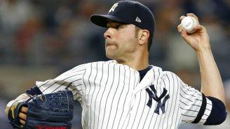 Jaime García lanzando en un partido con los Yankees