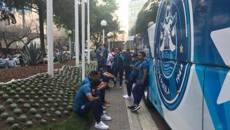 Jugadores de Puebla tras ser desalojados por el sismo