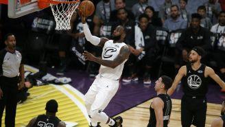 LeBron James, apunto de encestar en el Juego de Estrellas 2018