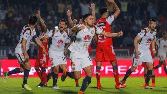 Jugadores de América celebran el empate frente a Veracruz