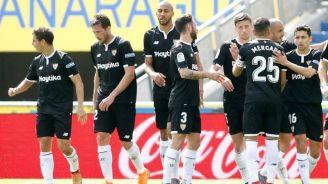 Jugadores del Sevilla celebran una anotación en La Liga