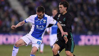 Jugador de Leganés cubre balón contra Real Madrid