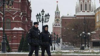 Policía en Rusia  vigila las calles durante el sorteo del Mundial