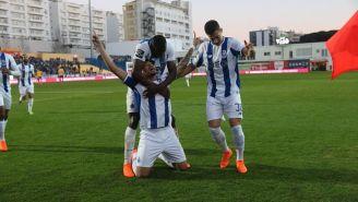 Tiquinho festeja uno de sus goles con el Porto
