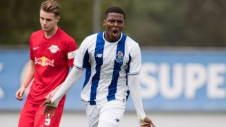 Joao Maleck celebra gol en un partido de Porto