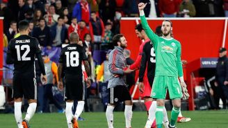 De Gea saluda a la tribuna tras juego contra Sevilla