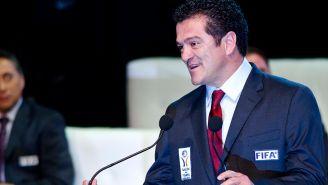 Carlos Hermosillo durante su inducción al Salón de la Fama