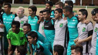 Santos se toma foto con jugadores de Murciélagos Laguna
