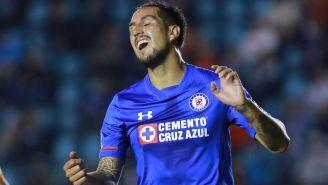Roco se lamenta en un juego con Cruz Azul