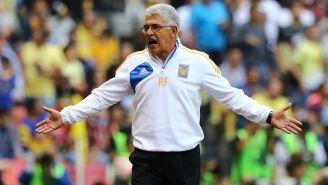 Tuca se enoja durante un partido de Tigres