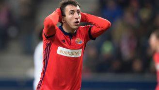Mikel Oyarzabal se lamenta en el partido