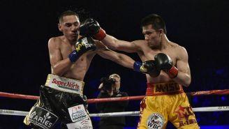 Gallo Estrada recibe una dura derecha de Rungvisai