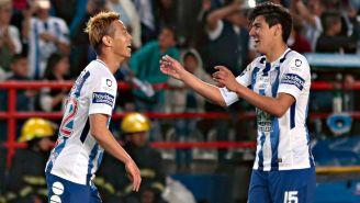 Honda y Gutiérrez celebran un gol