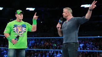 John Cena y Shane McMahon apuntan al logo de Wrestlemania 34