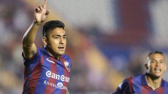 Cristian Tarragon festeja gol con Atlante