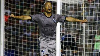 Carlos Sánchez  celebra un gol con Rayados en el C2018