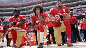 Kaepernick se arrodilla durante el himno de EU, en su paso con los 49ers
