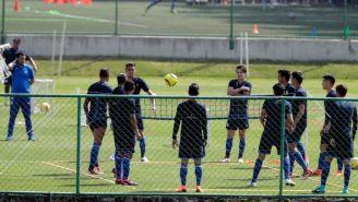 Jugadores de Cruz Azul realizan entrenamientos
