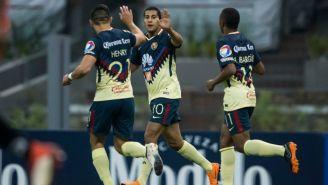 Cecilio celebra con Martín e Ibargüen su gol frente al Tauro
