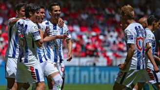 Jugadores de Tuzos celebran un gol frente a Toluca