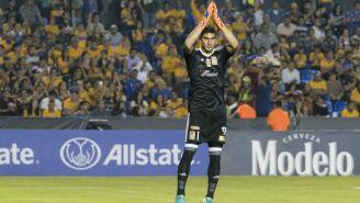 Nahuel Guzmán agradece al público en el Estadio Universitario