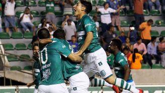 Jugadores del Zacatepec festejan un gol