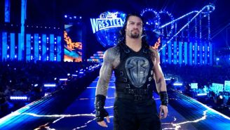 Roman Reigns camina en Wrestlemania 33 al ring