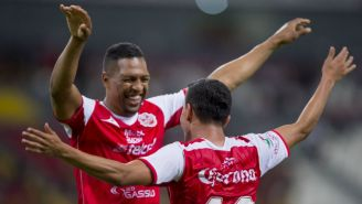 Eder Cruz celebra gol con Mineros
