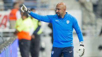 Oscar Pérez saluda a su afición tras juego con Pachuca