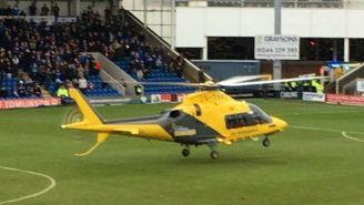 Helicóptero aterriza en la cancha Proact Stadium