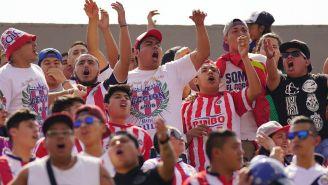 Afición de Chivas canta a todo pulmón en el Estadio Olímpico Universitario