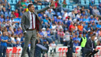Diego Alonso da indicaciones en el Estadio Azul
