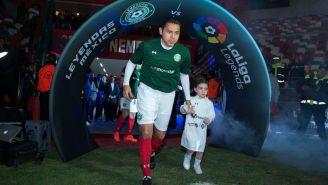 Ramón Morales salta al campo en un juego de Leyendas