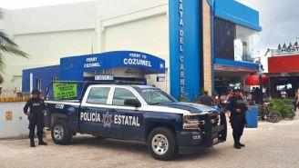 Elementos de seguridad en una zona de Cancún