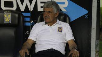 Ricardo Ferretti en un partido de Tigres