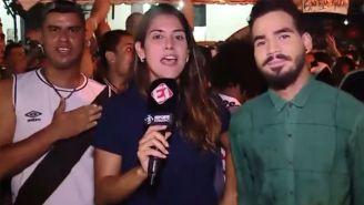 Bruna Dealtry reporta durante durante una cobertura
