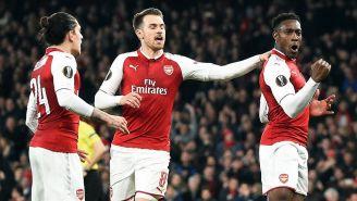 Welbeck celebra gol del Arsenal contra Milan