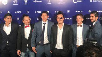 Jugadores de Chivas en la alfombra roja para presentar su película