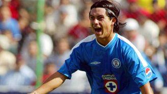 Juan Carlos Cacho festeja gol en su paso por Cruz Azul